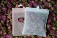 Cotton pouch with buds wedding favour