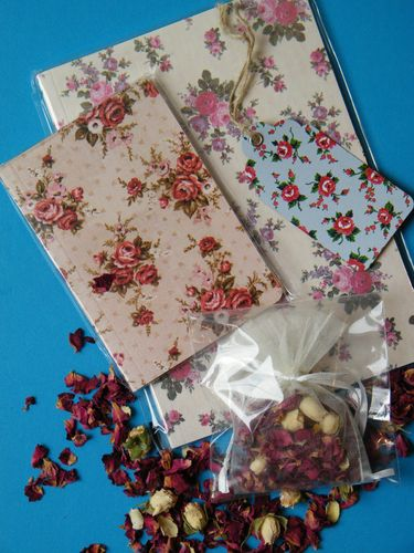 Rose scented gift with notebooks