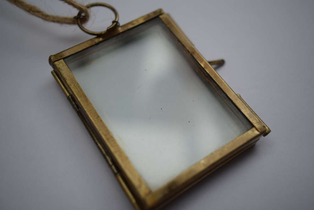 Mini hanging pressed flower frame empty brass - Daisyshop