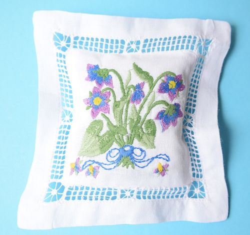 Violet scented cushion 15cm embroidered