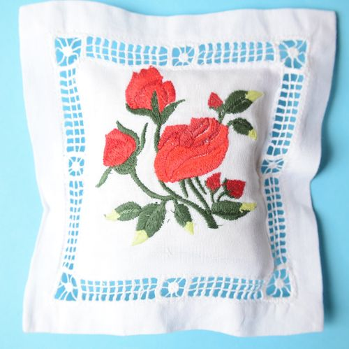 Red fruits scented cushion 15cm embroidered