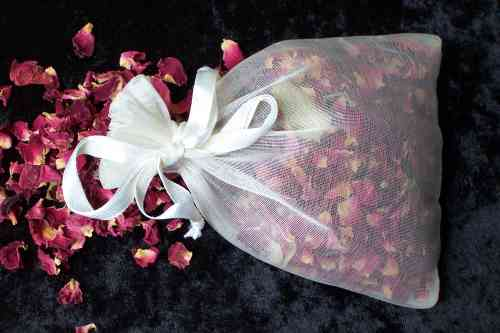 Rose petal confetti bag x20