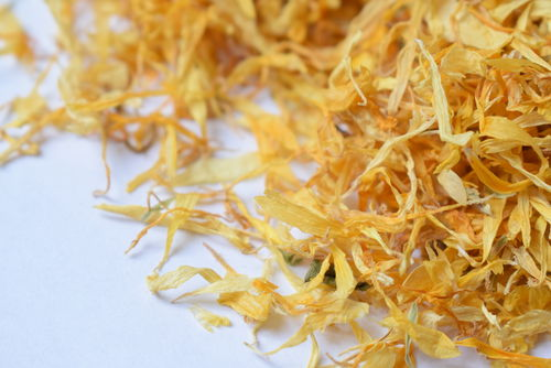 Marigold petals dried bulk packs