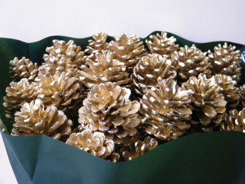 Gold pine cone pick Offer!
